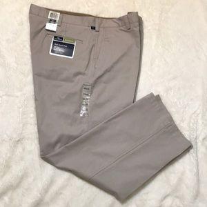 Dockers relaxed fit 40 x 30 khaki tan pants